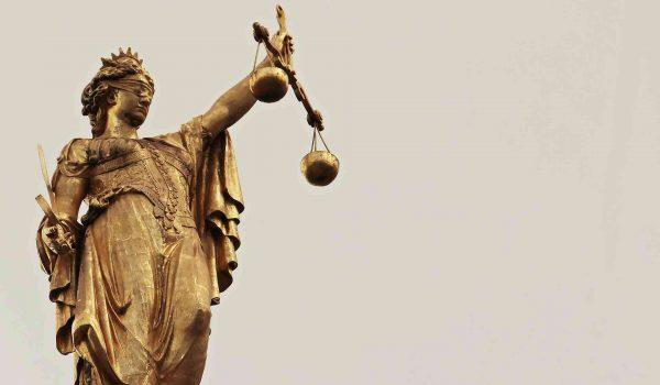 Photo d'une statue de la justice